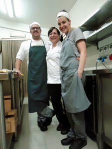 Lina Fischetti e gli chef in cucina