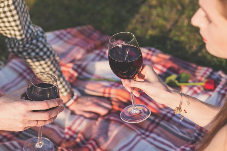 10 luoghi comuni da sfatare su uomini, donne e vino