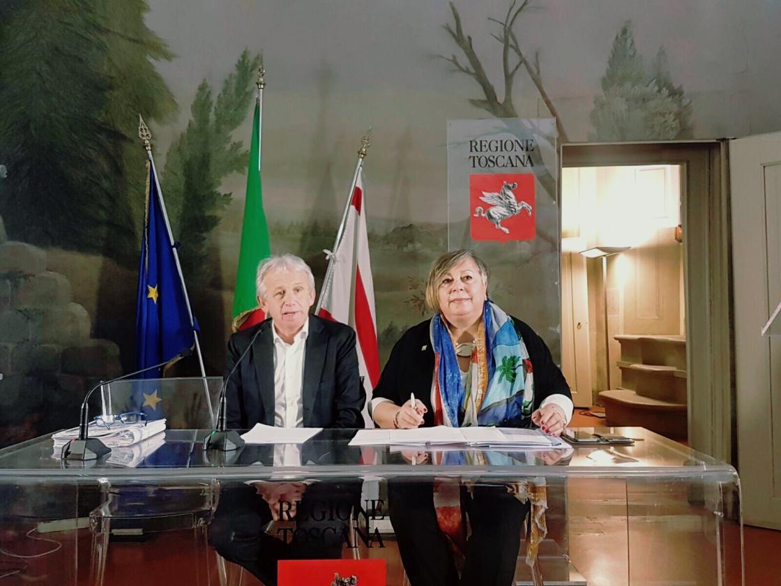 L'assessore Marco Remaschi con Antonella D'Isanto, delegata dell'Associazione Donne del Vino in Toscana
