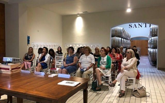 Scienza: effetti benefici del vino sulle donne