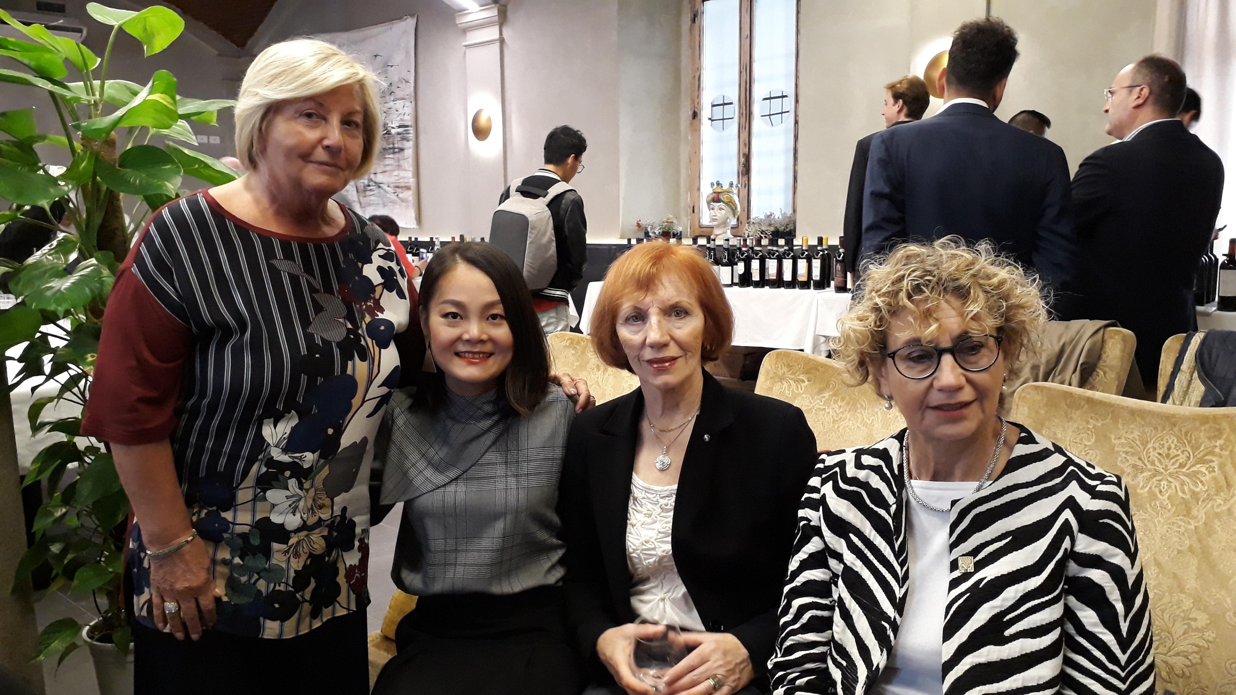 Le Donne del Vino incontrano la Cina con Ye Liu Jie sommelier e Donna del Vino. 30 settembre 2018